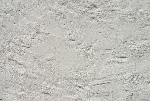 Który tynk jest lepszy: cementowo-wapienny czy gipsowy?
