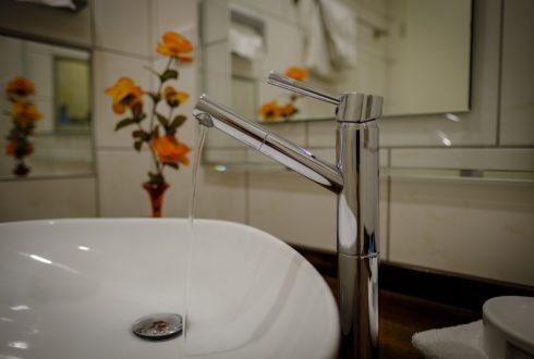 Zmiękczacz wody do domu – metoda na twardą wodę