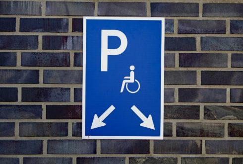 Miejsca parkingowe dla niepełnosprawnych – obowiązki developera?