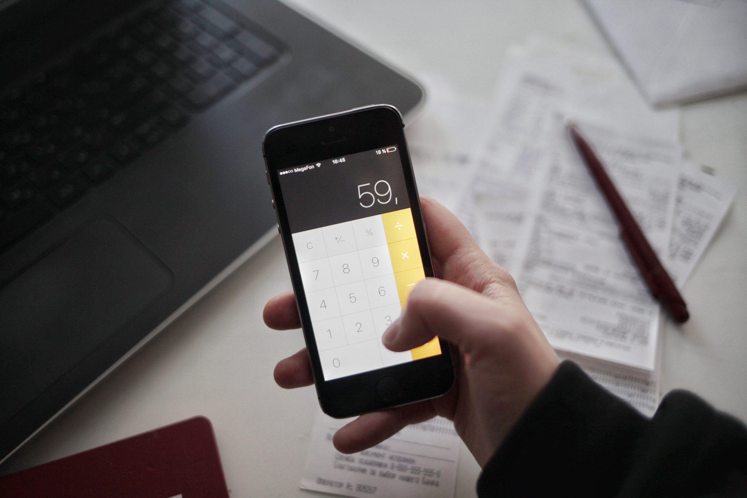 Co to jest RRSO? Sprawdź jak banki liczą koszty kredytów i pożyczek