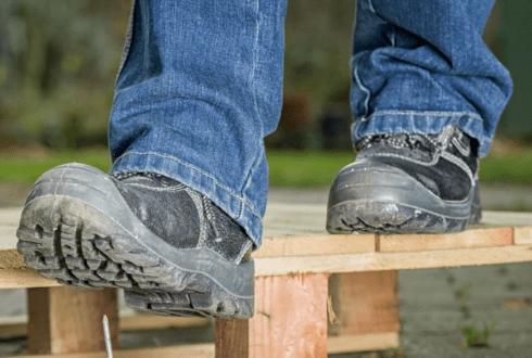 Porady praktyczne - Jak wybrać odpowiednie buty robocze ?
