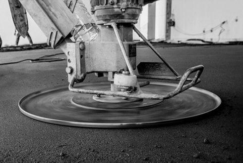 Wylewanie posadzki betonowej – o czym trzeba pamiętać?
