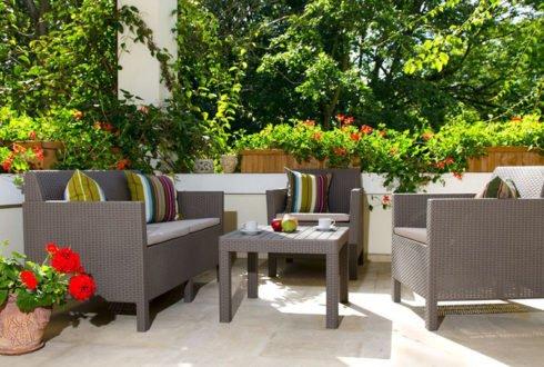 Jak wybrać praktyczne i modne poduszki do ogrodu na wiosnę?