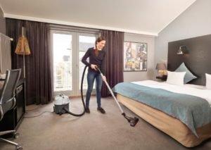 Małe maszyny czyszczące, które powinna mieć każda firma sprzątająca?