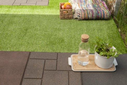 Prawidłowe ułożenie sztucznej trawy na balkonie