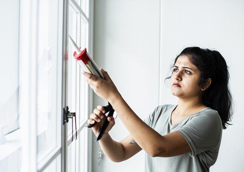 Uszczelnianie okien plastikowych zimą – poradnik