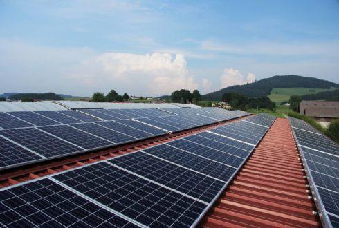 Panele fotowoltaiczne vs. kolektory słoneczne