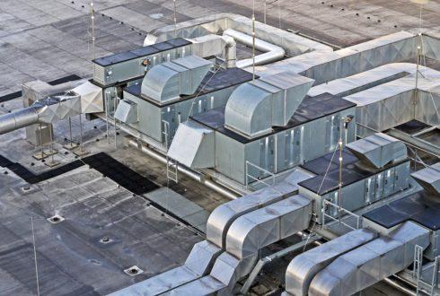 Do czego służą klapy dymowe w budynkach przemysłowych?